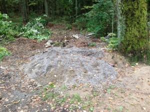 Även byggnadsfyll dumpas i skogen!